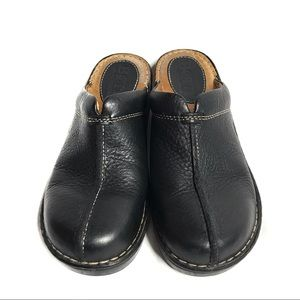 Born Black Leather Clogs Z